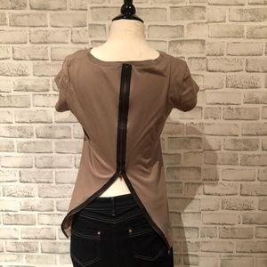 Derek Heart Short Sleeve V Neck w Full Zipper Back